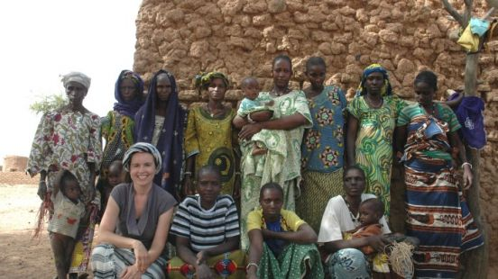 charlie-davies-with-fulani-women-involved-in-her-business