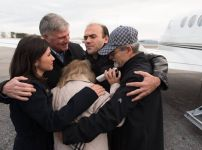 franklin-graham-with-saeed-abedini-and-family