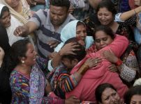 pakistanis-in-mourning-after-suicide-bomb-attack