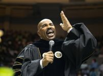 steve-harvey-addressing-alabama-state-university-graduating-students