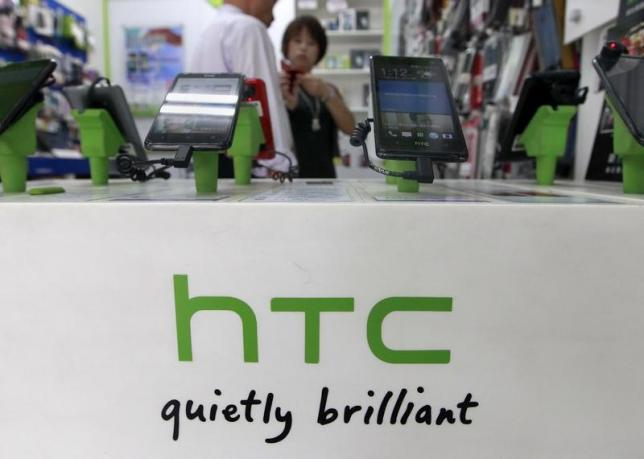 HTC Bolt live images leaked, to ditch headphone jack