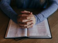 praying-with-a-bible
