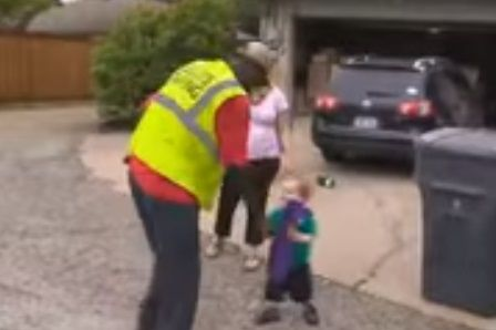 2-year-old-boy-loves-the-garbage-man-so-much-he-calls-him-his-best-friend-very-sweet