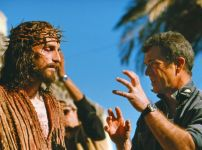 mel-gibson-with-jim-caviezel-in-the-passion-of-the-christ