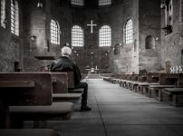praying-in-church