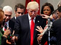 trump-with-evangelical-leaders
