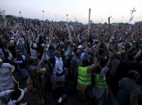 islamists-protest-against-the-execution-of-mumtaz-qadri-outside-the-parliament-building-in-islamabad
