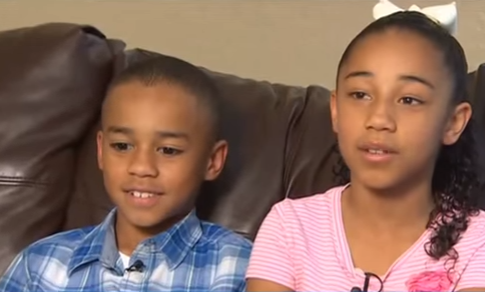 two-kids-give-a-bible-to-the-person-bullying-them-what-they-do-is-a-huge-surprise