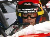 darrell-waltrip-legendary-race-car-driver