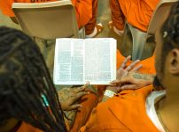 inmates-reading-the-bible